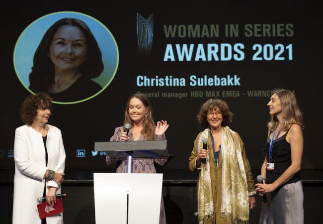 Christina Sulebakk receives the prize from Laurence Bachman (PFDM) and Alexia Muiños (EWA Network) ©marc-vidal